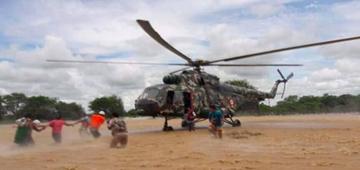 Militares inician rescate de los damnificados en Perú