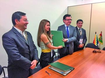 Firman crédito por $us 82 millones para tramo Confital-Bombeo