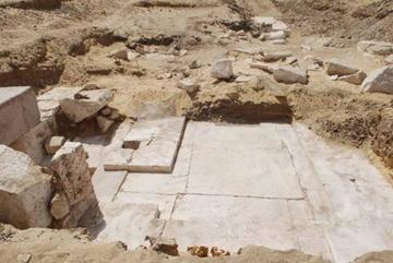 Hallan en Egipto los vestigios de una pirámide