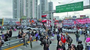 Sindicatos argentinos paralizan el país con una masiva huelga general