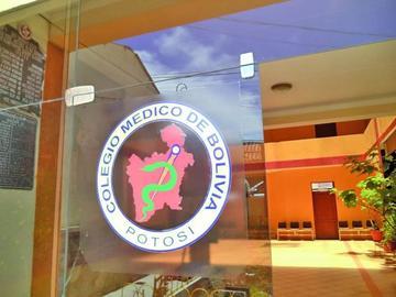 Colegio Médico declara alerta en rechazo a dos decretos del Gobierno