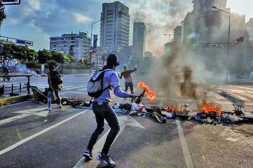 Enfrentamientos dejan 15 personas heridas en protestas en Venezuela