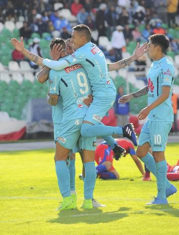Bolívar golea 5-0 a Universitario