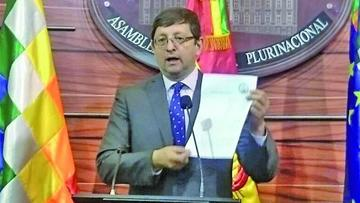El senador Óscar Ortiz formaliza querella contra el presidente de YPFB