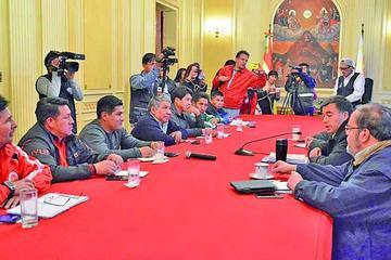 Gobierno y la COB hoy retoman negociación del incremento salarial