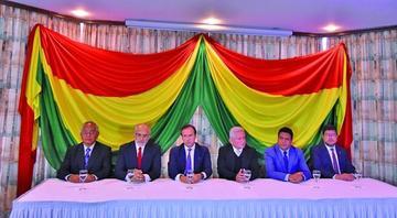 Expresidentes y opositores del país denuncian crisis democrática