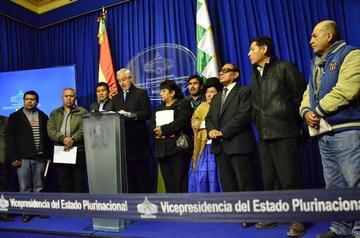 García Linera: alcaldías del país combatirán venta de ropa usada