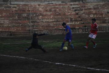 Universitario golea 3-0 a Sporting Potosí en el campeonato de la AFP