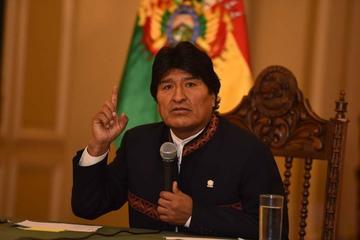 Opositores lamentan que Evo Morales rehúya al debate