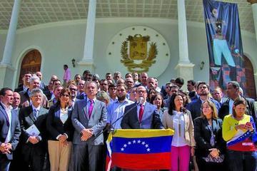 Denunciarán a Nicolás Maduro por delitos contra la humanidad