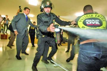 Protesta contra reformas acaba en choques violentos en Brasil