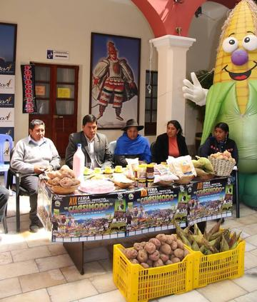Lanzan feria agropecuaria en la población de Ravelo
