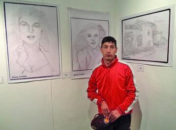 Artista potosino expone dibujos