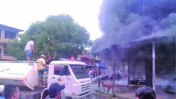 Guayaramerín: un incendio destruye tiendas comerciales