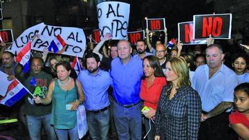 Diputados paraguayos entierran polémico proyecto de reelección