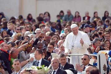 El Papa visita Egipto con mensaje de reconciliación entre religiones