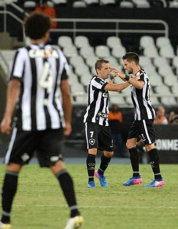 Botafogo y Barcelona se juegan el liderato