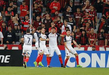 San Lorenzo golea a Paranaense y sigue vivo en la Libertadores