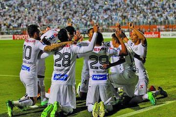 Santos vence a Santa Fe y se mantiene líder del Grupo 2