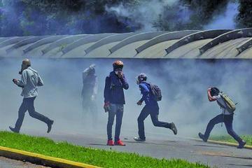 El Parlamento solicita a la OEA detener la salida de Venezuela