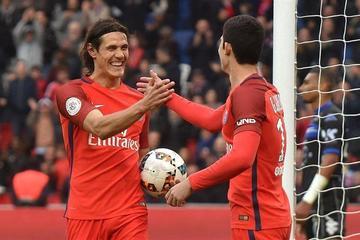 Paris Saint Germain gana al colista Bastia y Cavani agranda sus cifras de gol