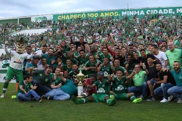 Chapecoense gana su primer título tras la tragedia en Medellín
