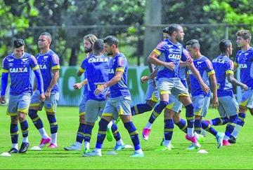 Cruzeiro viaja a Paraguay con las dudas de Ezequiel y Robinho