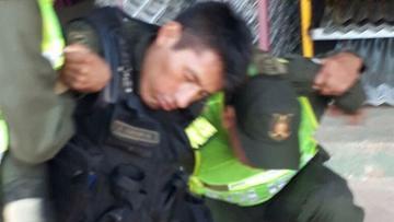 Sorprenden a un policía ebrio con un uniforme