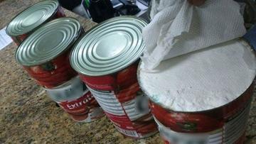 Bolivianos llevaban droga en latas de extracto de tomate