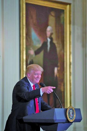 Donald Trump sugiere acabar con las conferencias de prensa