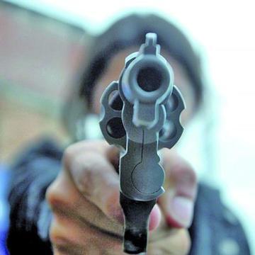 Asesinan a una mujer delante de su esposo
