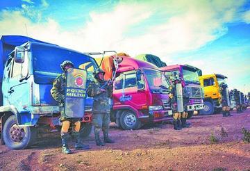 Decomisan camiones con contrabando