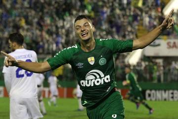 Chapecoense vence 2-1 a Zulia