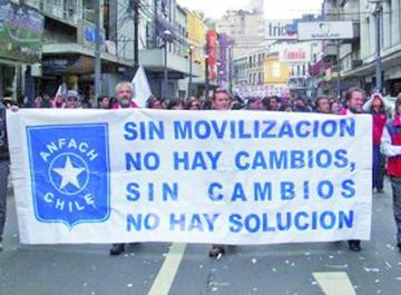 Reportan, al menos, 850 camiones parados por el paro aduanero chileno