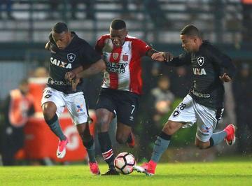 Estudiantes logra una victoria ante Botafogo