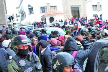 Vendedoras pretendieron secuestrar al alcalde para pedir puestos de venta