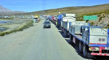 Suman 1.380 camiones bolivianos afectados por el paro aduanero