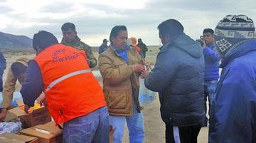 Entregan alimentos a choferes afectados por el paro en Chile