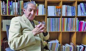 Poeta Lizalde recibe premio internacional C. Fuentes