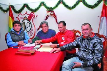Nacional busca reforzarse con un delantero y un volante