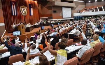 El Parlamento de Cuba avala la existencia de empresas privadas