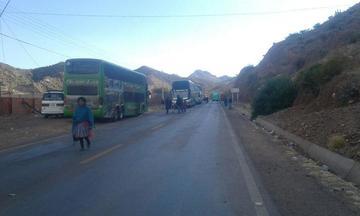 Tupiza continúa con el bloqueo de caminos y el diálogo no prospera