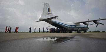 Avión militar con 104 personas se estrella al este de Birmania