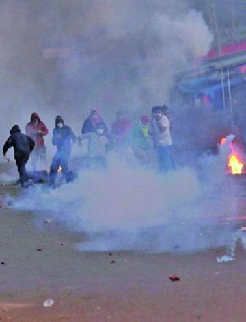 Camiri: población se enfrenta a la Policía por la renuncia del alcalde