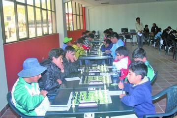 Santa Cruz destaca en el torneo promocional de ajedrez