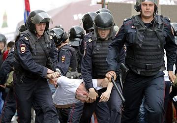 Protestas contra el Gobierno en Rusia causan 2.000 detenidos