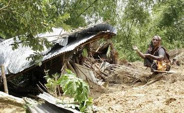 Ya son 148 personas muertas en Bangladesh por los deslaves