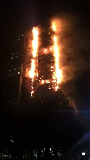 Grave incendio de edificio deja 12 personas muertas en Londres