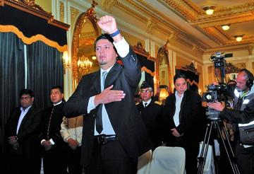 Cae Guillermo Achá por el caso Taladros y posesionan a Barriga