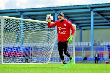 Bravo es descartado para el debut de Chile